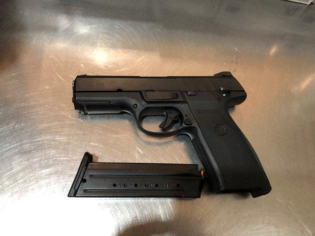 Pistola encontrada en el aeropuerto de Hopkins