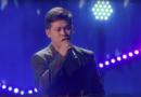 "El hombre sorprende a los jueces de ""America Got Got Talent"" cantando un dueto solo"
