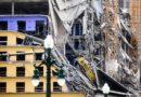 La lona cambiante expone al cadáver meses después del colapso del Hard Rock de Nueva Orleans