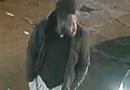 La policía de Cleveland necesita ayuda para identificar a la persona de interés en relación con la muerte del hombre.