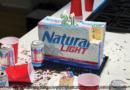 Luz natural dando cerveza gratis a cualquiera que cumpla 21 años este año