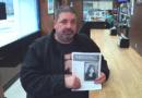 Padre del adolescente Berea desaparecido repartiendo volantes, pidiendo ayuda mientras continúa la búsqueda