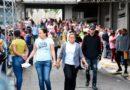 Extensas filas para cobrar en la Junta Electoral de Santiago; empiezan el pago »