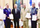 Presidente Medina recibe 'cartas de encomio' de altos mandos militares »