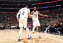 Anthony Davis alaba a LeBron James