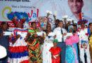 Luis Alberto entrega recursos económicos a Carnavaleros de Santo Domingo Este. »
