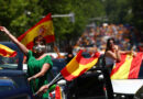 """Manifestantes ultraconservadores ponen a una niña de 11 años a leer un manifiesto sobre """"adoctrinamiento comunista en las aulas"""" de España"""