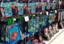 """Comercios montan su """"zona escolar"""" en medio de incertidumbre por reini"""