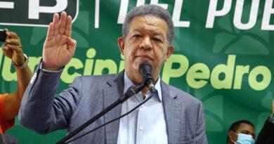 LF juramenta en FP directora distrital y otros dirigentes políticos