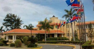 Abinader destituye a 60 diplomáticos del servicio exterior