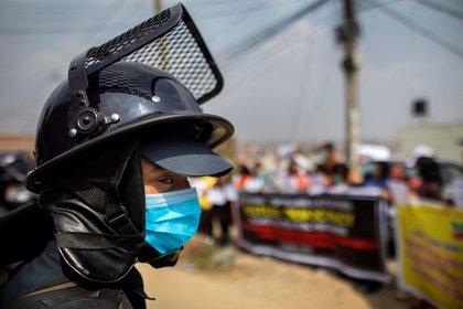 La junta militar de Birmania ha intensificado la represión contra los manifestantes que rechazan el golpe de Estado del 1 de febrero y las fuerzas de seguridad han matado al menos a 94 civiles en los dos últimos días. EFE/EPA/NARENDRA SHRESTHA