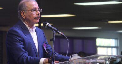 PLD elige a Danilo Medina como su presidente