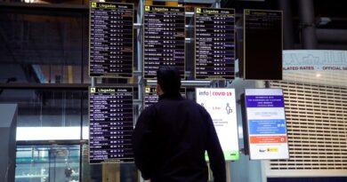España decidió mantener la cuarentena obligatoria a los viajeros de 12 países, entre ellos Brasil, Colombia y Perú
