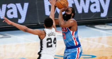 James Harden vuelve con 18 puntos, Nets superan a Spurs