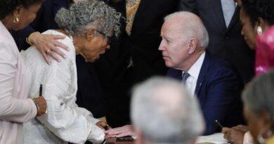 Biden firma un proyecto de ley que convierte a June 19th en un feriado federal