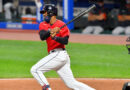 Domingo Santana sobresale al bate en béisbol de Japón