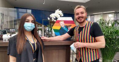 Rainbow: activistas LGBTQ disfrutan de estadios resplandecientes
