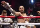 El nieto de Muhammad Ali gana su primer combate por nocaut técnico en su debut en el boxeo profesional (con una reliquia de su abuelo)