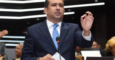 Diputado Víctor Suárez dice no todo son santos ni ladrones