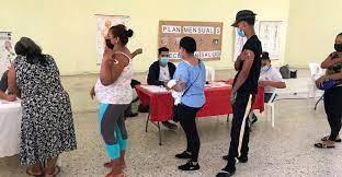 Habilitarán más centros de vacunación en las escuelas, anuncia Salud Pública