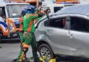Logran salvar la vida 3 conductores que quedaron atrapados en vehículos colisionados en carreteras