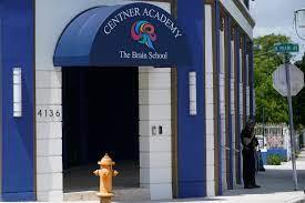 Una escuela de Miami obliga a los alumnos a quedarse un mes